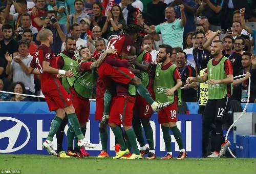 Góc ảnh EURO: Ronaldo thở phào, Lewandowski chết lặng - 8