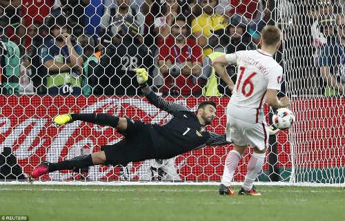Góc ảnh EURO: Ronaldo thở phào, Lewandowski chết lặng - 10
