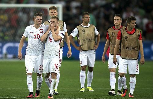 Góc ảnh EURO: Ronaldo thở phào, Lewandowski chết lặng - 12