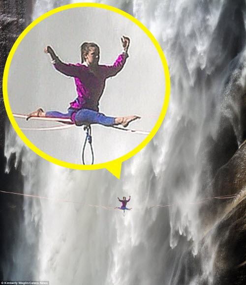Thót tim cô gái tập yoga trên sợi dây cạnh thác nước - 4