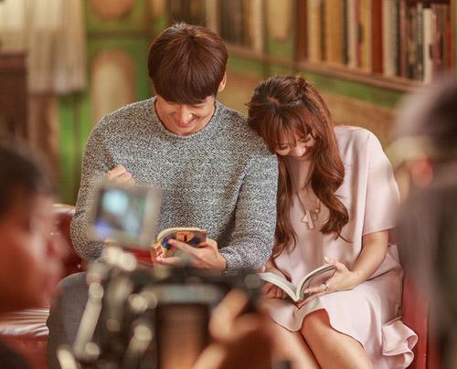 """Hari Won ngọt ngào bên hot boy trong MV """"Anh cứ đi đi"""" - 1"""