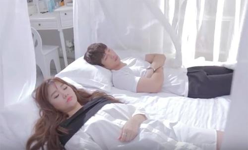 """Hari Won ngọt ngào bên hot boy trong MV """"Anh cứ đi đi"""" - 2"""