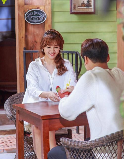 """Hari Won ngọt ngào bên hot boy trong MV """"Anh cứ đi đi"""" - 5"""