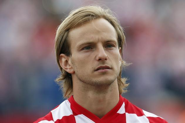 Đội hình mỹ nữ sexy nhất Euro 2016 hạ gục mọi fan nam - 15