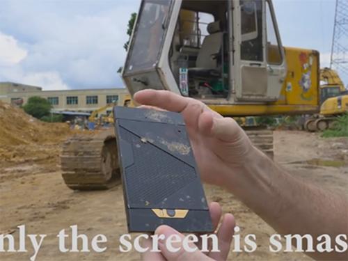 """""""Choáng"""" trước độ bền đáng kinh ngạc của Turing Phone - 1"""