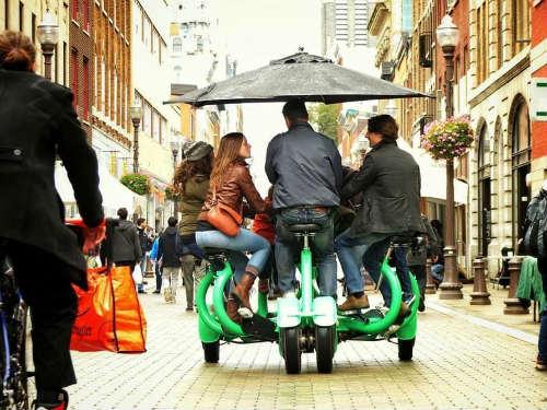"""ConferenceBike: Xe đạp """"hội thảo di động"""" với 7 chỗ ngồi - 2"""