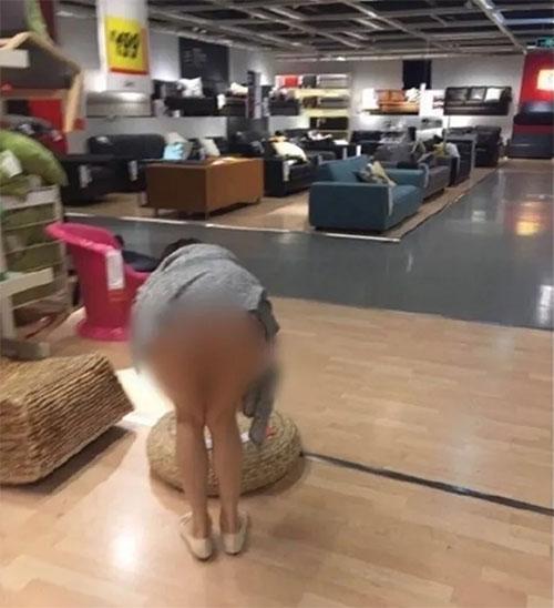 """Thiếu nữ TQ """"quên"""" mặc quần đi mua sắm ở siêu thị - 2"""
