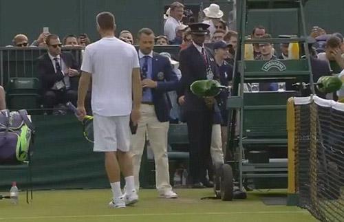 """Wimbledon: """"Siêu quậy"""" đập vợt, thóa mạ trọng tài - 2"""