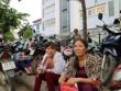 Bố mẹ mang cặp lồng cơm chờ con thi tốt nghiệp