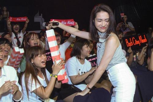 """Hòa Minzy hát hit của Sơn Tùng khiến fan """"cười ngất"""" - 3"""