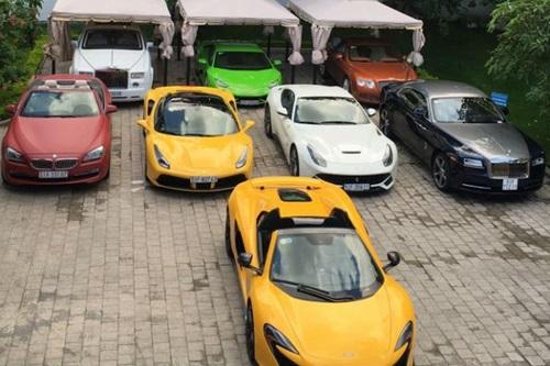 Tình cũ của Midu khoe bộ sưu tập 8 siêu xe đắt tiền - 1