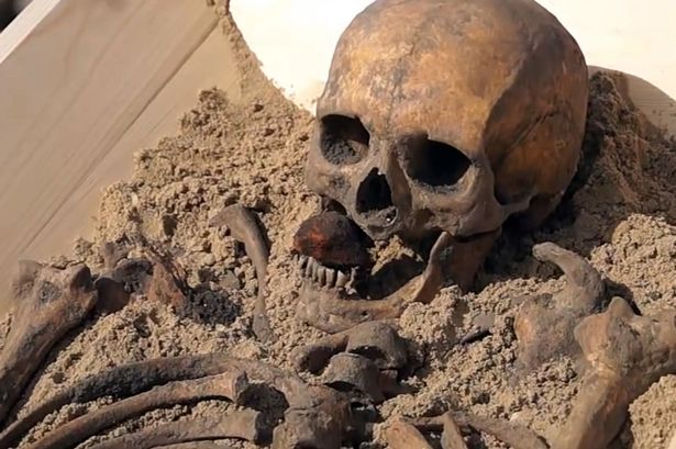 """Bi kịch đằng sau bộ xương """"ma cà rồng"""" 500 tuổi ở Ba Lan - 1"""