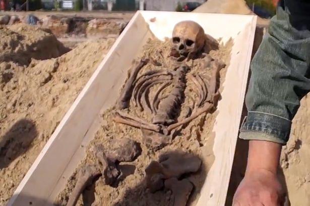 """Bi kịch đằng sau bộ xương """"ma cà rồng"""" 500 tuổi ở Ba Lan - 2"""