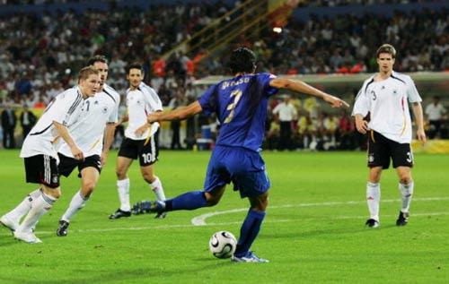 10 năm sau lần Đức ngã đau tại Dortmund - 1