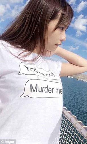 Hàng loạt áo phông Trung Quốc in chữ thô tục, nhạy cảm - 4