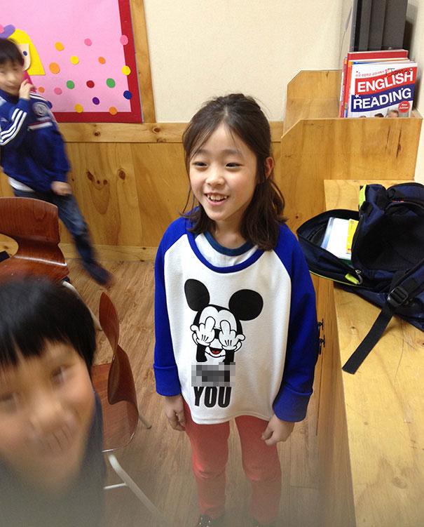 Hàng loạt áo phông Trung Quốc in chữ thô tục, nhạy cảm - 6