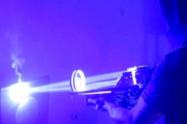 Tự chế súng lazer sáng gấp 33 triệu lần mặt trời - 2