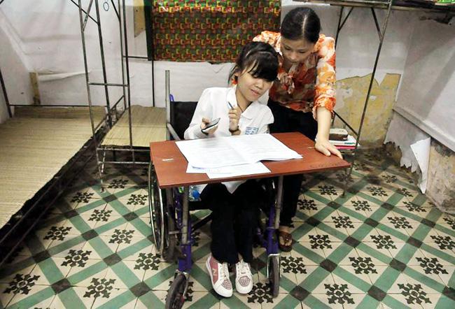 Thí sinh bị liệt 2 chân ước mơ làm cô giáo Tiếng Anh - 4