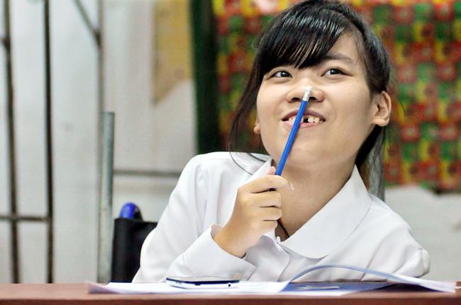 Thí sinh bị liệt 2 chân ước mơ làm cô giáo Tiếng Anh - 2