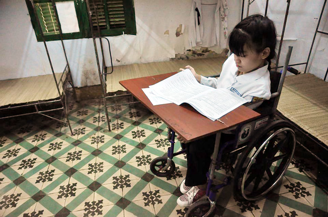Thí sinh bị liệt 2 chân ước mơ làm cô giáo Tiếng Anh - 3