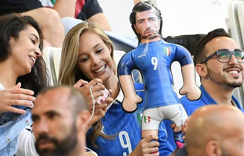 """Góc ảnh Đức – Italia: """"Lửa"""" ở dưới sân & trên khán đài - 3"""