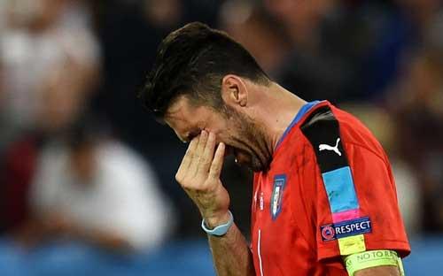 """Khiến Đức """"vã mồ hôi"""": Conte tự hào, Buffon rơi lệ - 2"""