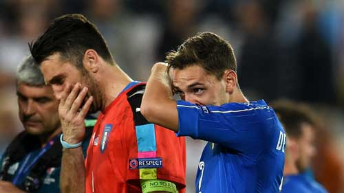 """Khiến Đức """"vã mồ hôi"""": Conte tự hào, Buffon rơi lệ - 3"""