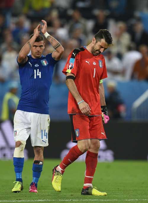 """Khiến Đức """"vã mồ hôi"""": Conte tự hào, Buffon rơi lệ - 4"""
