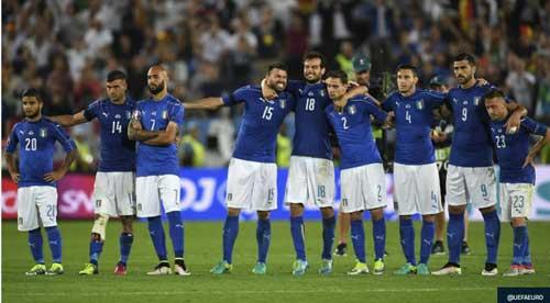 """Khiến Đức """"vã mồ hôi"""": Conte tự hào, Buffon rơi lệ - 1"""