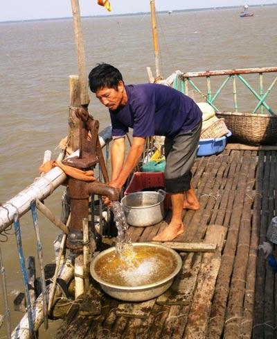 Săn tìm nước ngọt giữa biển khơi - 1