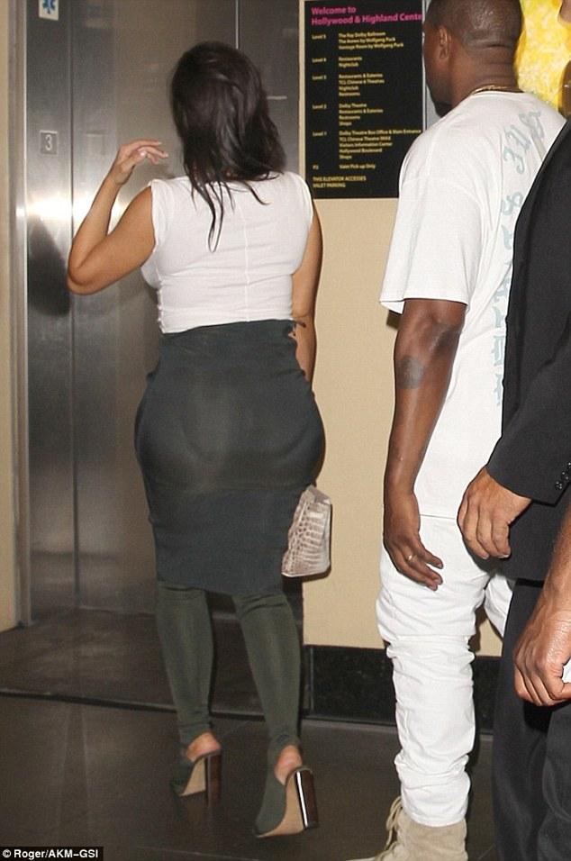Kim Kardashian bị bóc mẽ chỉnh sửa ảnh, mặc quần độn - 4