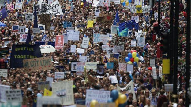 50.000 người rầm rộ biểu tình kêu gọi Anh ở lại EU - 1
