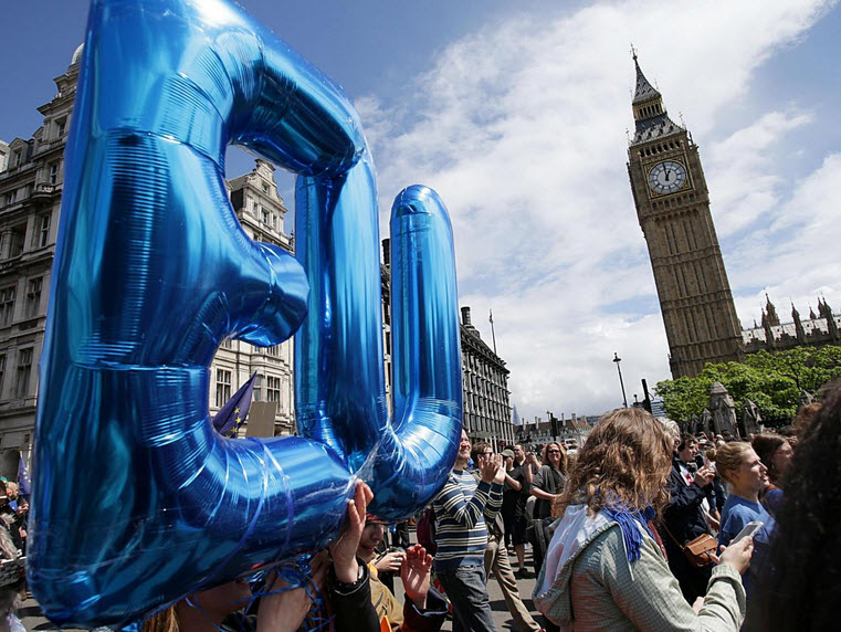 50.000 người rầm rộ biểu tình kêu gọi Anh ở lại EU - 4