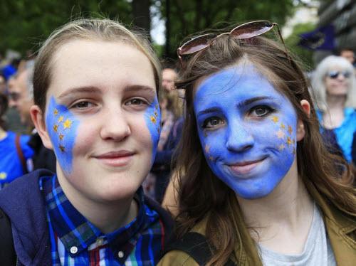 50.000 người rầm rộ biểu tình kêu gọi Anh ở lại EU - 6
