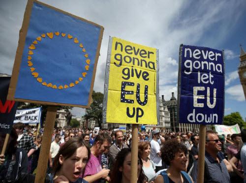 50.000 người rầm rộ biểu tình kêu gọi Anh ở lại EU - 7