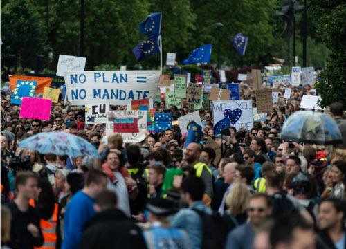 50.000 người rầm rộ biểu tình kêu gọi Anh ở lại EU - 9