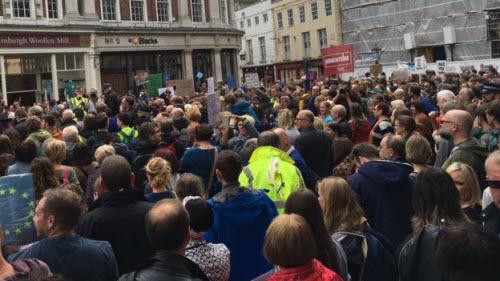50.000 người rầm rộ biểu tình kêu gọi Anh ở lại EU - 12