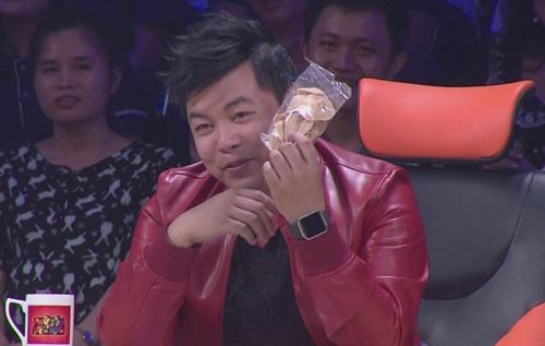 """Hoài Linh khiến Quang Lê """"đỏ mặt"""" trên ghế nóng - 2"""