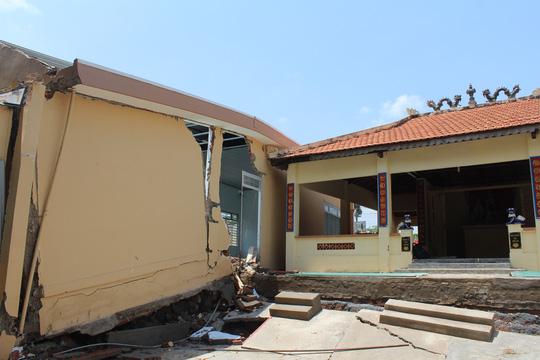 Rùng mình hàng chục căn nhà nứt toác bên sông Đồng Nai - 10