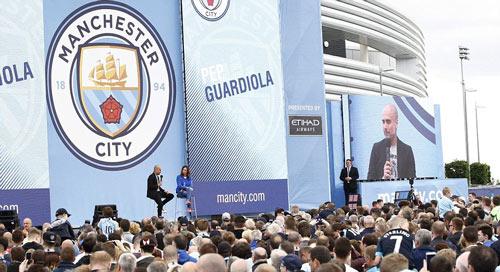 Pep ra mắt Man City: Hứa chơi đẹp, không mua Messi - 7