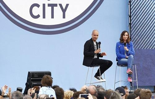 Pep ra mắt Man City: Hứa chơi đẹp, không mua Messi - 8