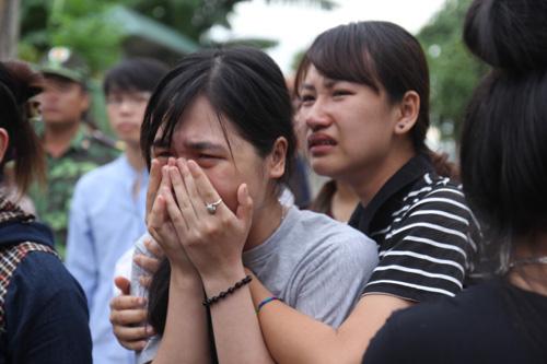 Đau xót đón thi thể nữ sinh viên bị nước lũ cuốn trôi - 3