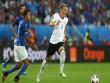 """Góc ảnh Đức – Italia: """"Lửa"""" ở dưới sân & trên khán đài"""