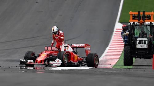 """F1, Austrian GP: Mercedes lại dậy sóng vì """"đấu đá"""" - 1"""