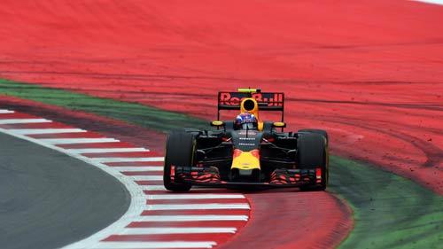 """F1, Austrian GP: Mercedes lại dậy sóng vì """"đấu đá"""" - 2"""