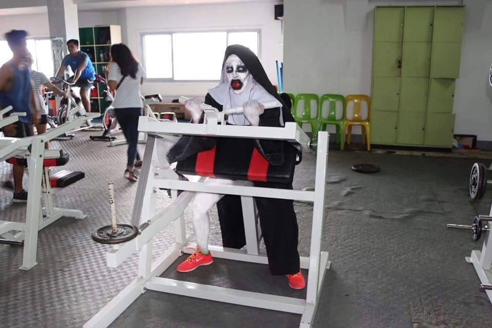 Tròn mắt xem ác quỷ Valak hăng say tập gym - 3