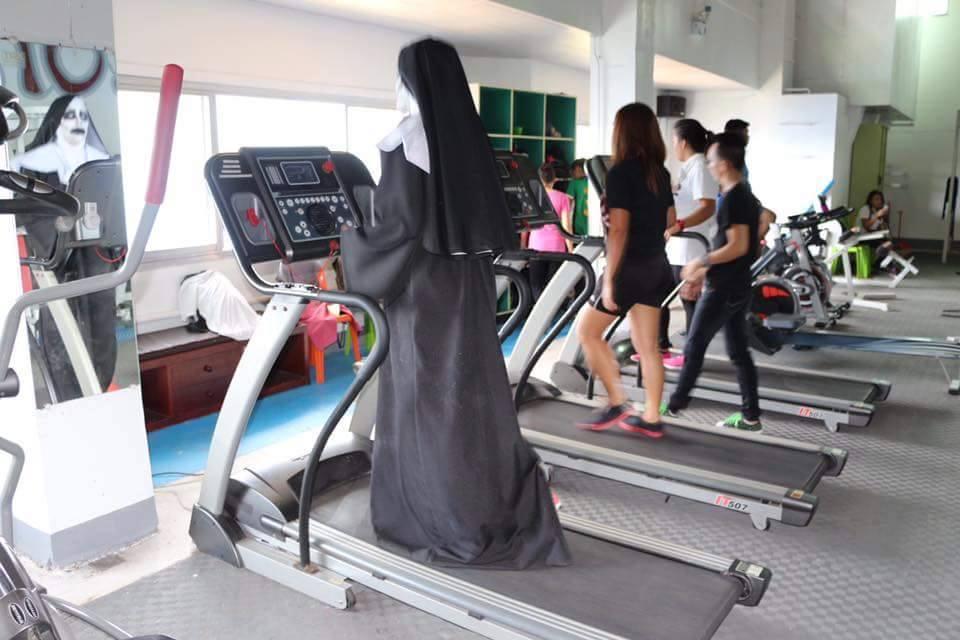 Tròn mắt xem ác quỷ Valak hăng say tập gym - 4
