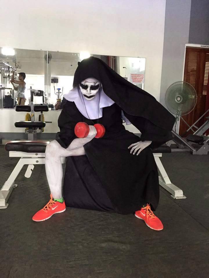 Tròn mắt xem ác quỷ Valak hăng say tập gym - 7
