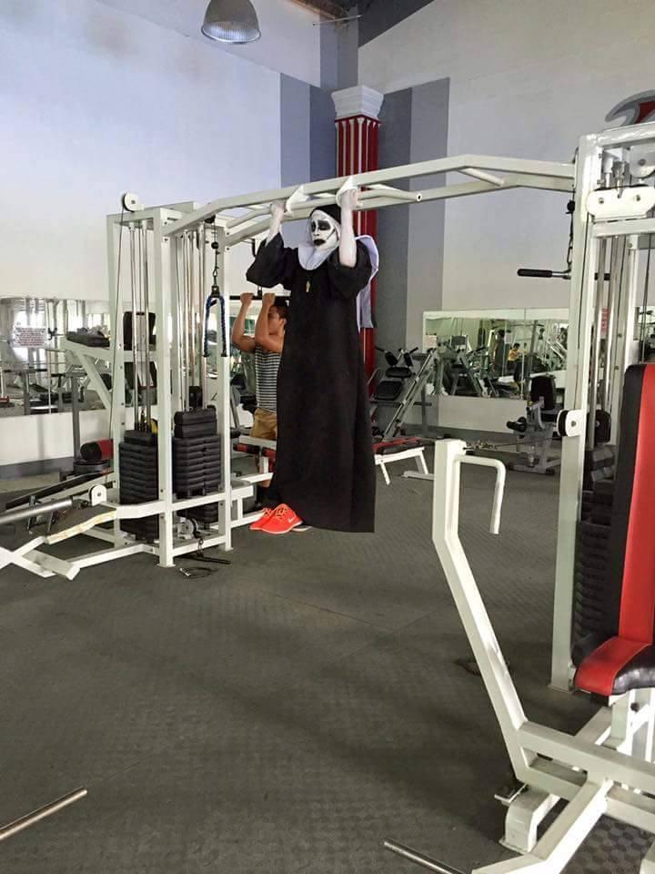 Tròn mắt xem ác quỷ Valak hăng say tập gym - 2