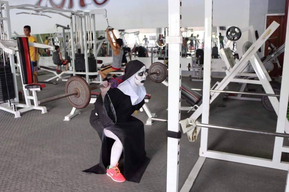 Tròn mắt xem ác quỷ Valak hăng say tập gym - 5